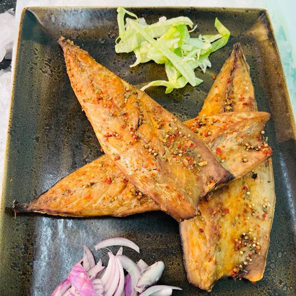 Geraeucherte-Makrelenfilet-mit-Pfeffer-online-bestellen